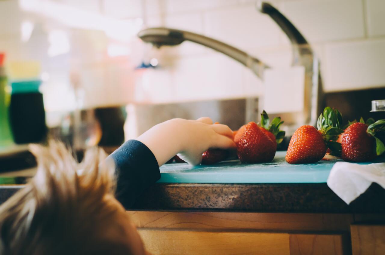 Kid strawberries Kitchen